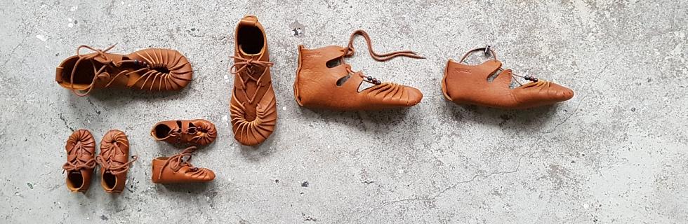 Das Leder behält seine natürlichen Mängel und Spuren, was Papoutsi-Schuhen seinen einzigartigen Charakter verleiht